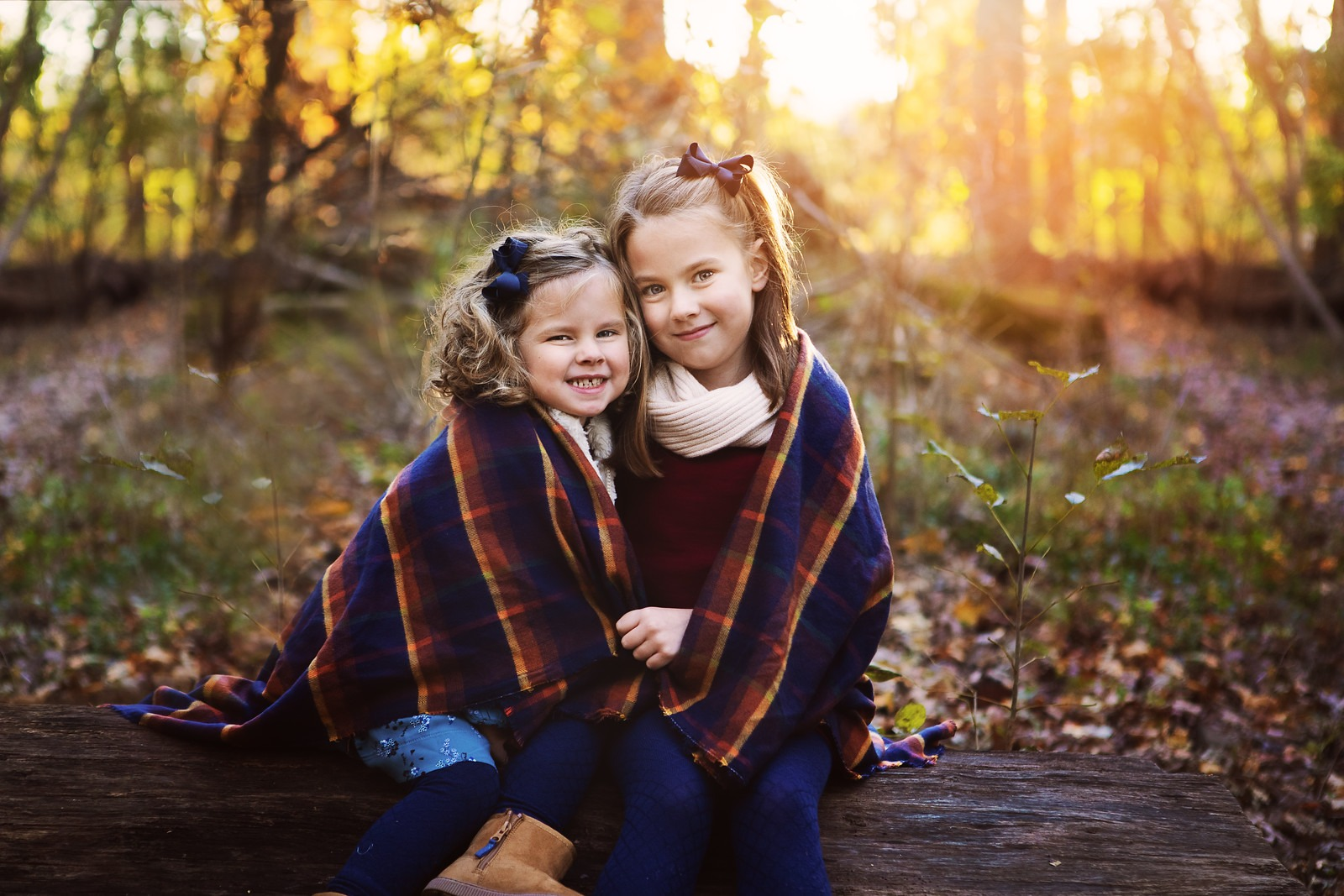 Sisters Riley and Brooke in outdoor photo session