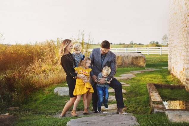 Family of five outdoor photo session in Baltimore, Maryland