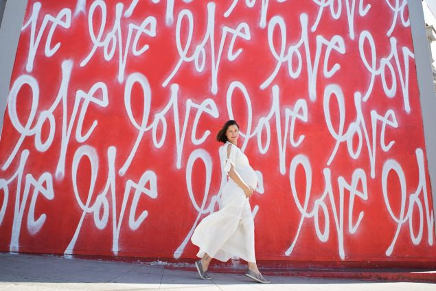 Maternity outdoor session in front of love wall in LA